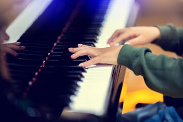 معایب یادگیری پیانو با ارگ