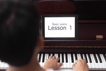 موارد ابتدایی آموزش پیانو