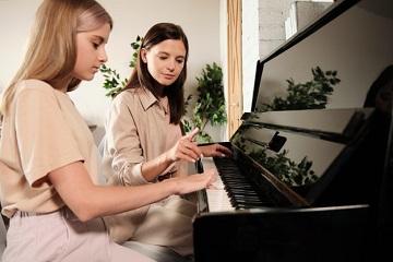 انتخاب استاد برای یادگیری پیانو