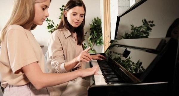 اشتباهات افراد مبتدی در یادگیری پیانو