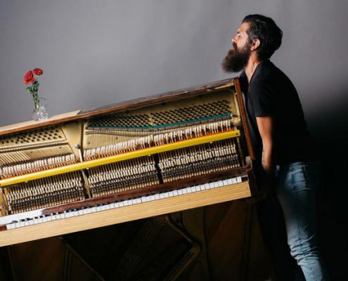 از کوک خارج شدن پیانو با حرکت دادن