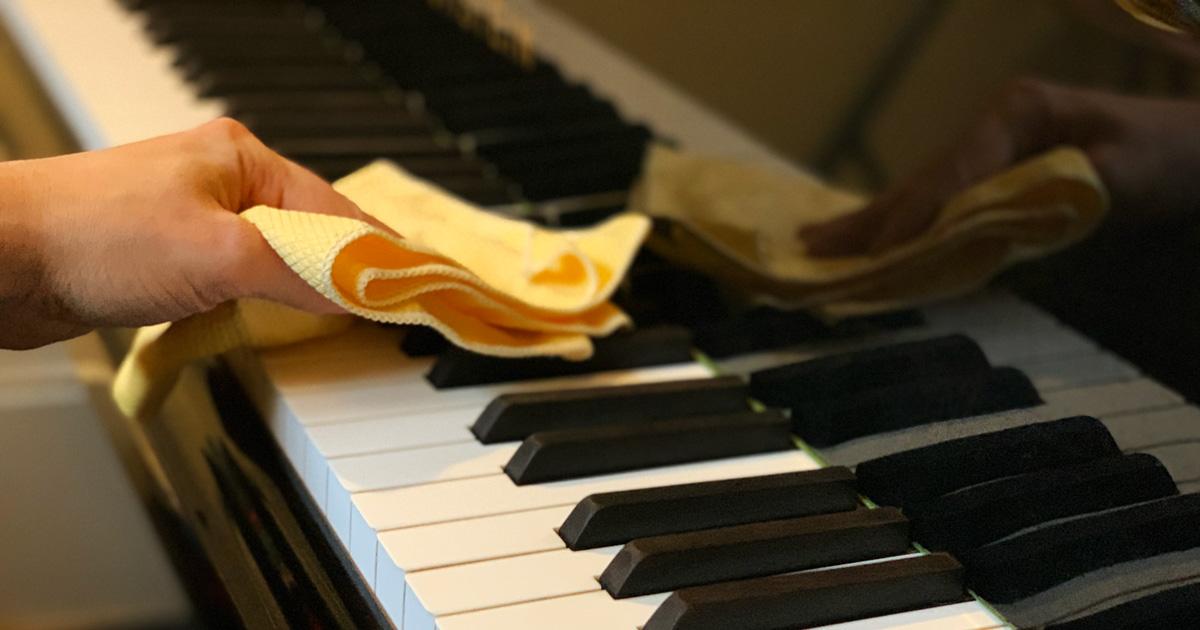 دستمال میکروفایبر برای تمیز کردن پیانو