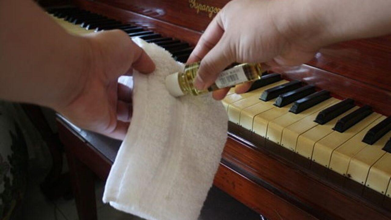 محلول برای تمیز کردن کلاویه پیانو